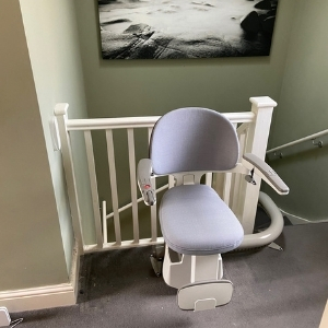 FLOW X curved Stairlift Tunbridge Wells Kent Narrow Staircase