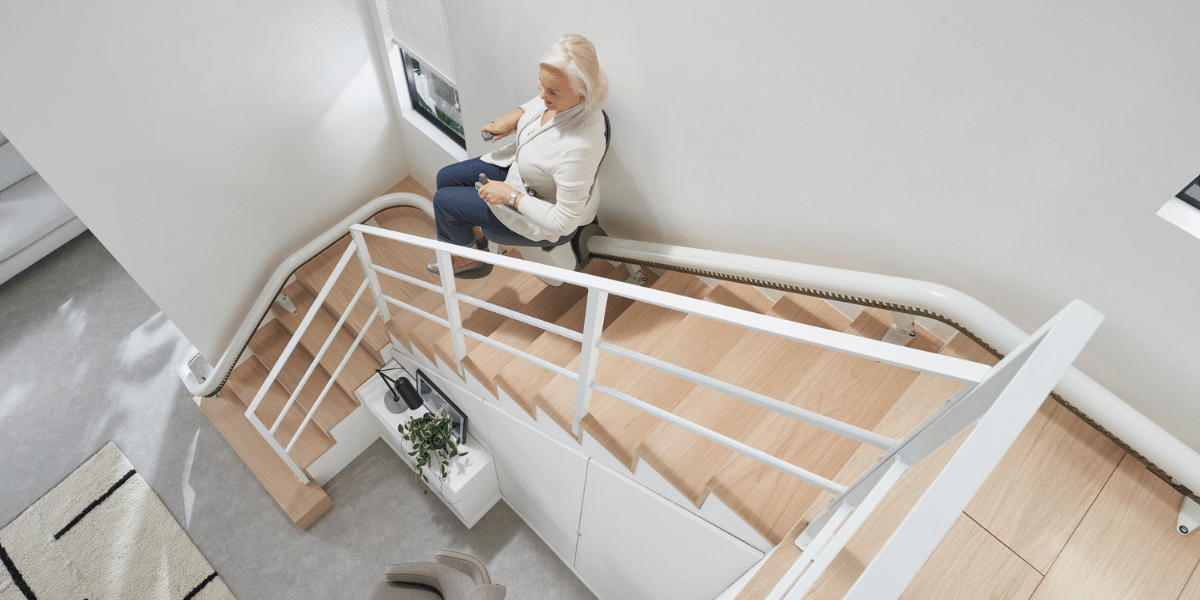 FLOW-X-Curved-Stairlift-Steep-Staircase-Design